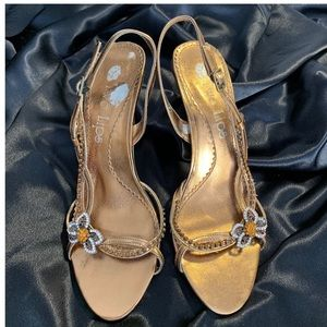 Bronze strapping heeled sandals 👡